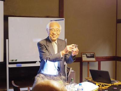 奈良学園公開文化講座第36回「水と氷の科学―オンザロックと寒剤」を開催