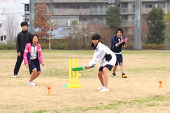 【高等学校】高校1年生(Y2)対象の「クリケット講習会」を行いました