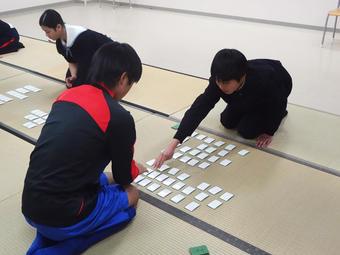 【中学校】百人一首エキシビションマッチを行いました