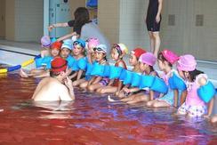 年長・年中の子どもたちが水泳の練習を行いました