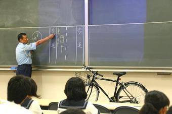 自転車安全運転教室を行いました