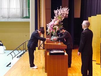 中学校卒業証書授与式を行いました