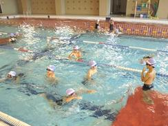 アリーナプールにて夏期水泳を実施しました