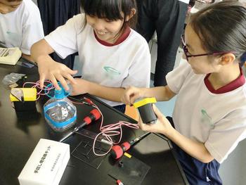 サイエンス教室(M1生 手回し発電機づくり)