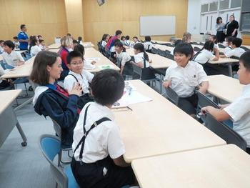 P4生とアクアイナス校の高校生との交流